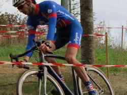 <a href='/uploaded/photo/2016-saumur-cyclo-cross-5803d21f495b7.jpg' style='color : #fff;'>(Télécharger)</a>
