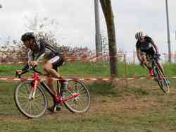 <a href='/uploaded/photo/2016-saumur-cyclo-cross-5803d21fc78dd.jpg' style='color : #fff;'>(Télécharger)</a>
