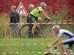 <a href='/uploaded/photo/2016-saumur-cyclo-cross-5803d2247b91b.jpg' style='color : #fff;'>(Télécharger)</a>