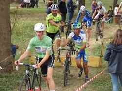 <a href='/uploaded/photo/2016-saumur-cyclo-cross-5803d22c68598.jpg' style='color : #fff;'>(Télécharger)</a>