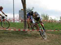 <a href='/uploaded/photo/2016-saumur-cyclo-cross-5803d260a7878.jpg' style='color : #fff;'>(Télécharger)</a>