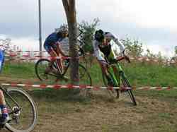<a href='/uploaded/photo/2016-saumur-cyclo-cross-5803d2678955a.jpg' style='color : #fff;'>(Télécharger)</a>