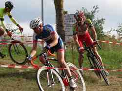 <a href='/uploaded/photo/2016-saumur-cyclo-cross-5803d26f68e82.jpg' style='color : #fff;'>(Télécharger)</a>