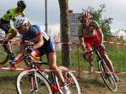 <a href='/uploaded/photo/2016-saumur-cyclo-cross-5803d277cd194.jpg' style='color : #fff;'>(Télécharger)</a>
