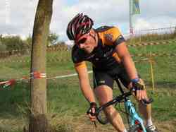 <a href='/uploaded/photo/2016-saumur-cyclo-cross-5803d29ca92ce.jpg' style='color : #fff;'>(Télécharger)</a>