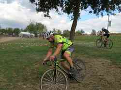 <a href='/uploaded/photo/2016-saumur-cyclo-cross-5803d2a1b4a22.jpg' style='color : #fff;'>(Télécharger)</a>