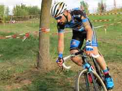 <a href='/uploaded/photo/2016-saumur-cyclo-cross-5803d2a814839.jpg' style='color : #fff;'>(Télécharger)</a>