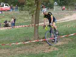 <a href='/uploaded/photo/2016-saumur-cyclo-cross-5803d2b50b09c.jpg' style='color : #fff;'>(Télécharger)</a>